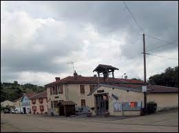 Village du Grand-Est, dans la Communauté de communes de Mirecourt-Dompaire, Regney se situe dans le département ...