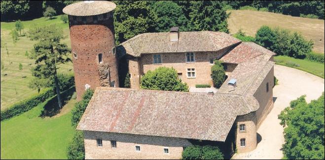 Ce mignon château de Chavagneux se trouve à ...