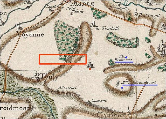Le nom de ce village (171 hab.) est en lui-même une sorte de périphrase : disons qu'il est succinct... mais différemment !