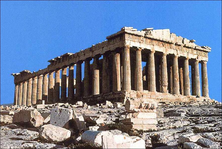 Sur quelle colline le Parthénon se trouve-t-il ?