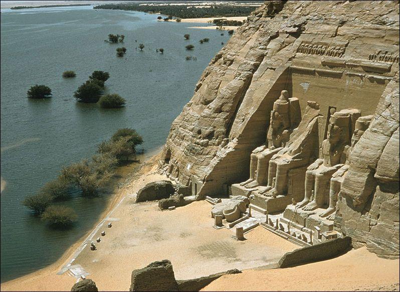 Dans quel pays les temples d'Abou Simbel se trouvent-ils ?