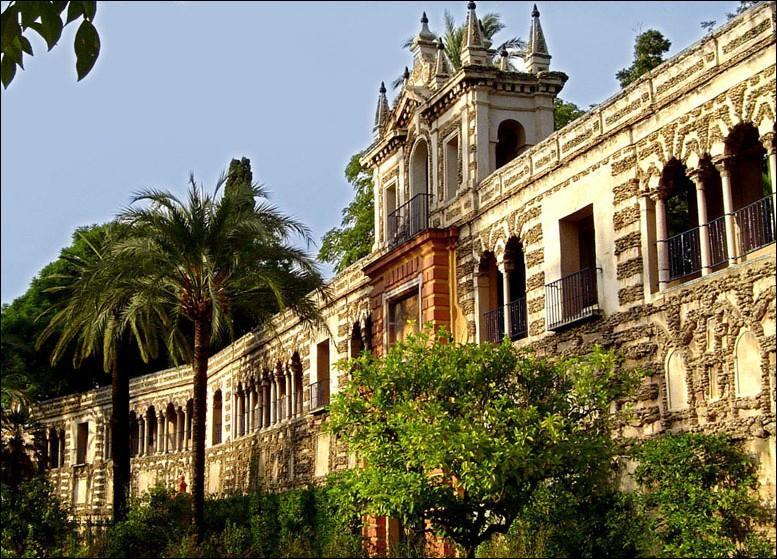 Quel nom portent les palais maures en Espagne ?
