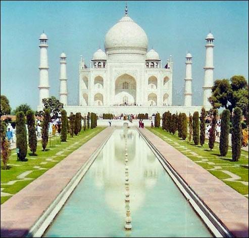 En quoi le Taj Mahal a-t-il été construit ?