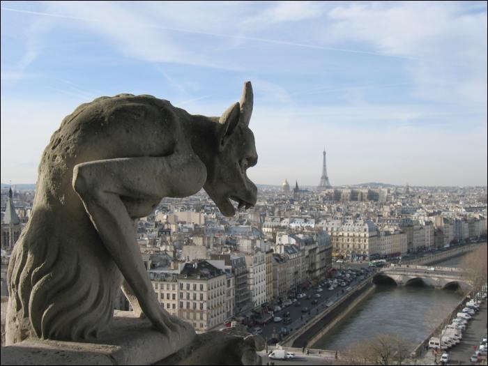 De quel style est la cathédrale Notre-Dame de Paris ?