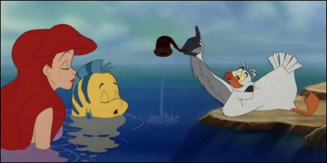 """Qui est ce personnage de la série des films Disney """"La Petite Sirène"""", un goéland qui vit sur un rocher, conseiller et défenseur d'Ariel, la petite sirène ?"""