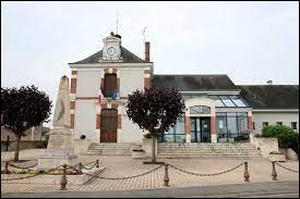 Nous terminons notre balade dans le Centre-Val-de-Loire, à Saint-Sulpice-de-Pommeray. Commune à 3 kilomètres de Blois, elle se trouve dans le département ...