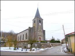 Nous sommes dans le Grand-Est, à Chonville-Malaumont. Commune de l'aire d'attraction Commercienne, elle se situe dans le département ...