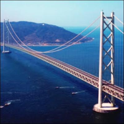 Quel pont suspendu inauguré en 1937 enjambe une baie du Pacifique ?