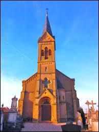 Nous terminons notre balade en Moselle, devant l'église Saint-Rémi, à Vry. Nous sommes en région ...