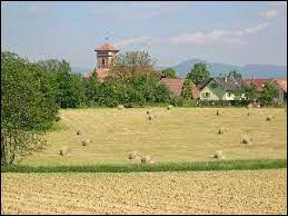 Village de Bourgogne-Franche-Comté, dans le Grand Belfort, Fontaine se trouve dans le département ...