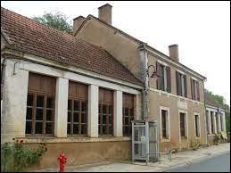 Je vous propose de commencer notre balade en Nouvelle-Aquitaine, à Grives. Commune de l'arrondissement de Sarlat-la-Canéda, elle se situe dans le département ...