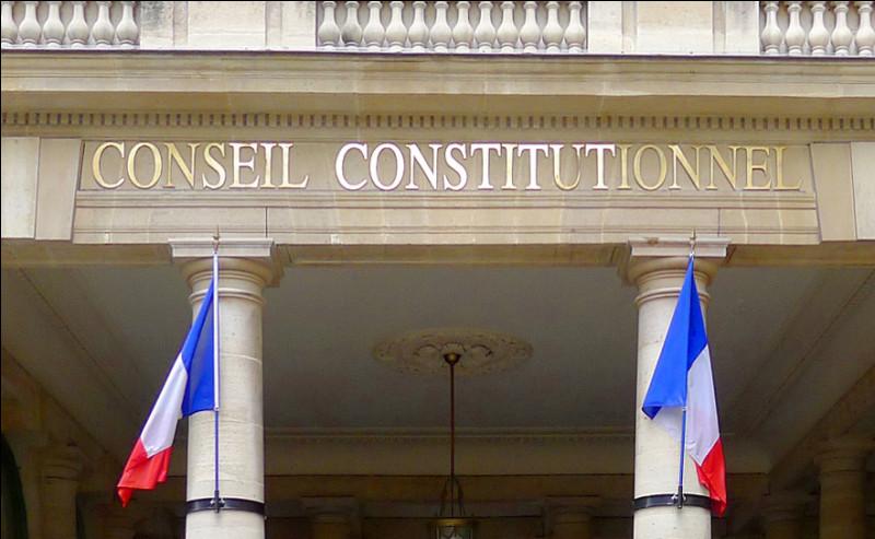 Le pouvoir judiciaire est détenu par le Conseil constitutionnel. En quoi ce pouvoir consiste-t-il ?