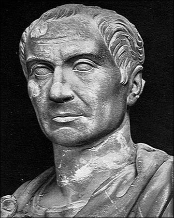 Avec Brutus, il est un des chefs des conjurés qui assassinent César pour rétablir les institutions républicaines. Il est vaincu par Antoine à la bataille de Philippes en octobre 42 et se suicide. C'est ...