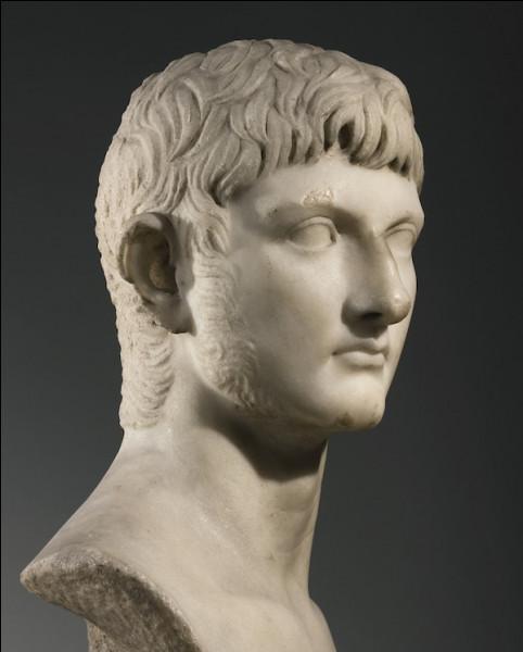 Ce général, membre de la famille impériale julio-claudienne, était très populaire ; héritier présomptif de Tibère, il meurt avant ce dernier en 19. C'est ...
