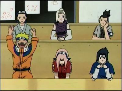 Quand Naruto rencontre Sasuke à la réunion d'information, que dit-il à son sujet ?