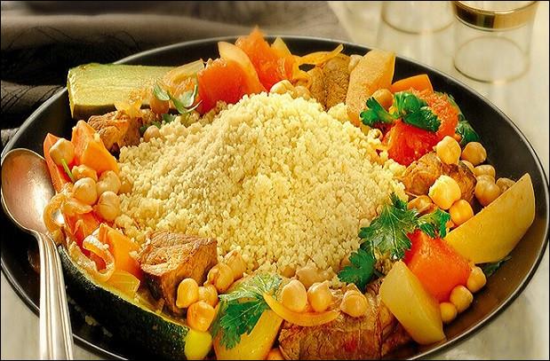 Le couscous est à la fois les céréales et le plat confectionné.