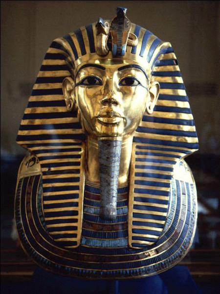 Coiffure à rayures portée par les pharaons :