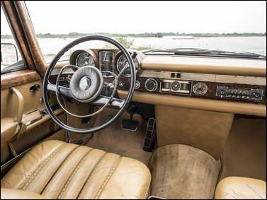 Et pour finir, dans le genre cossus, cette belle limousine des années 70 est une...