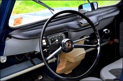 Allez-vous retrouver maintenant le nom de cette voiture populaire française des années 60 ayant ce tableau de bord ?