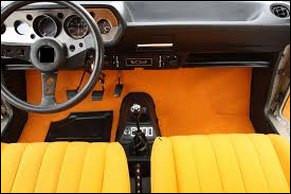 Très datée avec cet orange des années 70-80. Quelle est cette auto française ?