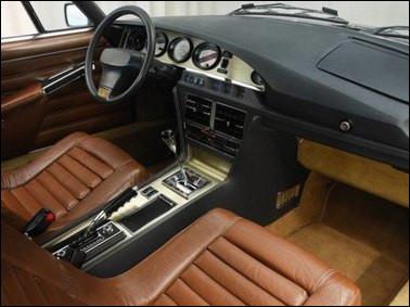 """""""2001, l'Odyssée de l'espace"""" n'est pas loin avec ces sièges futuriste. Quelle est cette voiture possédant ce tableau de bord équipé d'un modèle luxueux ?"""