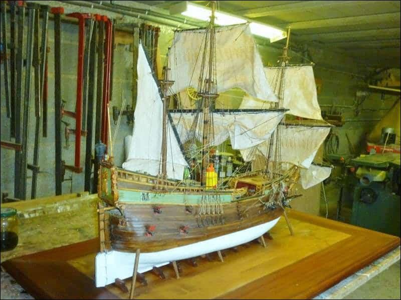 Quel était le nom du navire qui apporta la peste à Marseille en 1720 ?
