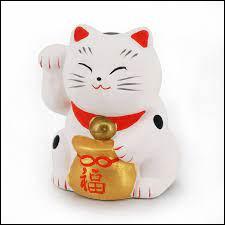 Quel est le nom de cette statue traditionnelle japonaise représentant un chat ?