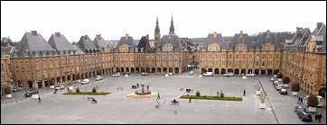 Dans quelle ville se situe la place Ducale ?