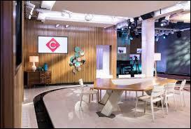 """Qui présente l'émission """"C à vous' sur France 5 depuis 2017 ?"""