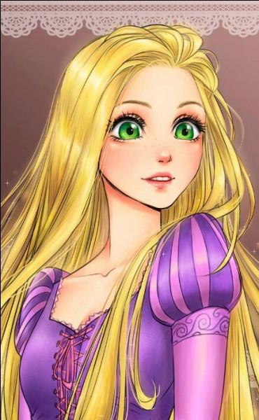 Elle a de très longs cheveux !