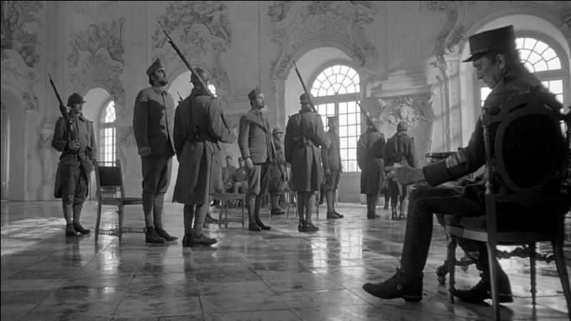 """Dans le film """"Les Sentiers de la gloire"""", qui joue le rôle du Colonel Dax ?"""