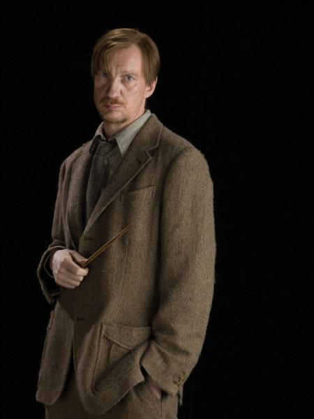 Remus Lupin est un...