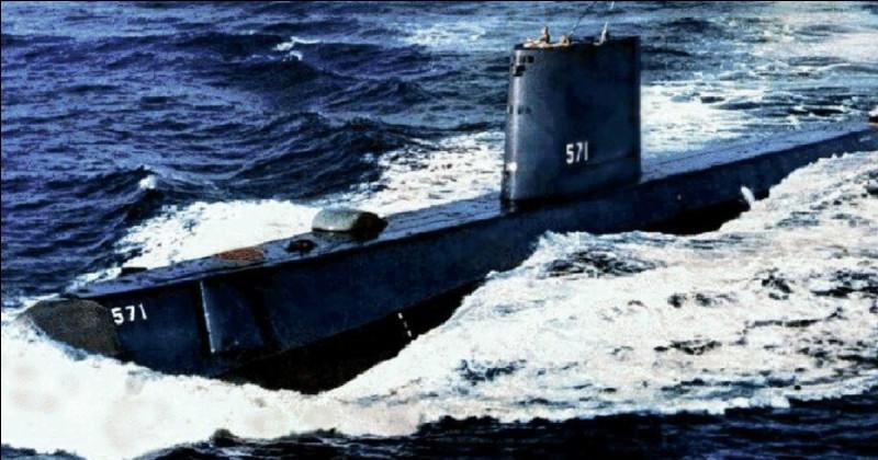 De quelle nationalité le premier sous-marin nucléaire était-il ?
