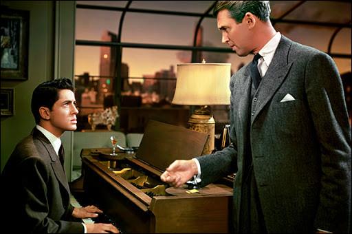 """""""La Corde"""", film adapté d'une pièce de théâtre, sort en 1948. Quelle profession exerce James Stewart dans ce huis-clos à suspens ?"""