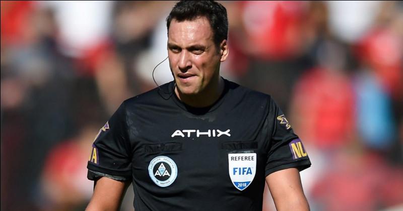 Quelle est la nationalité du seul trio arbitral non membre de l'UEFA qui officiera lors de l'Euro ?