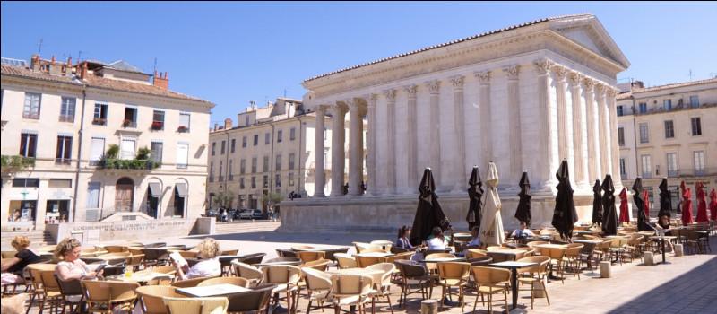 Quel animal est l'emblème de la ville de Nîmes ?