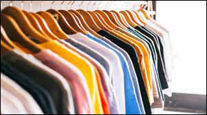 Tu souhaites renouveler ta garde de robe. Où vas-tu acheter les vêtements ?