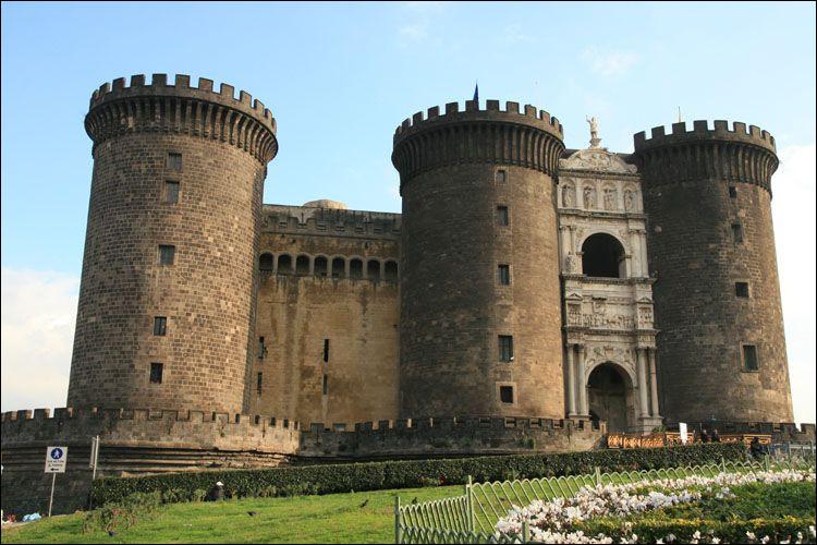 Dans quel pays verrez-vous ce château fort, véritable forteresse bâtie à la fin du XIIIe siècle ?