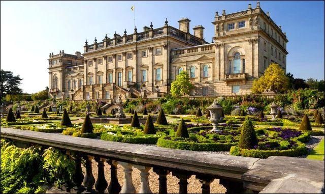 Il s'agit là du château d'Harewood, dans le Yorkshire, en Grande-Bretagne :