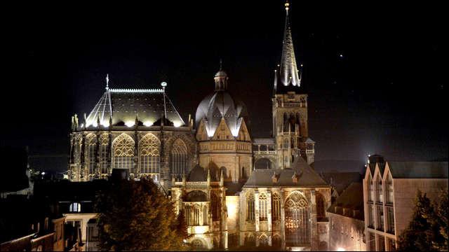 La ville d'Aix-la-Chapelle abrite la sépulture de Charlemagne ; quel est son nom allemand ?
