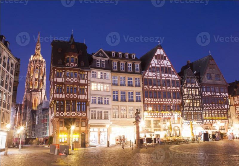 Quelle ville allemande est célèbre pour ses saucisses ?