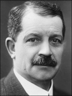 Qui est Léon, inventeur et industriel, pionnier de l'industrie mondiale du cinéma, fondateur de la société qui porte son nom ?