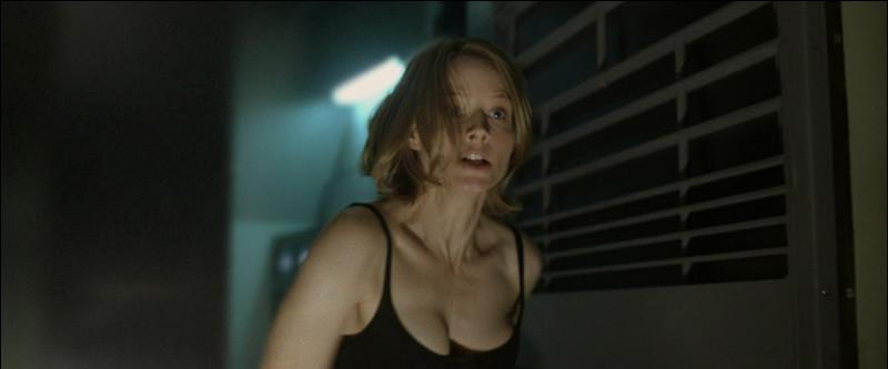 Jodie Foster a joué une mère protégeant sa fille lorsque sa maison est envahit par des cambrioleurs. Quel est ce film ?