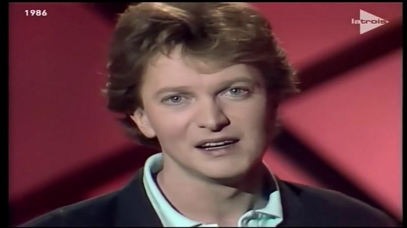"""Qui est ce chanteur ayant interprété le titre """"Le Géant de papier"""" en 1986 ?"""