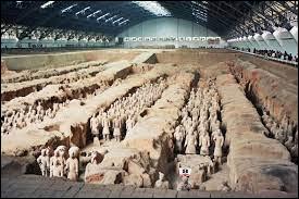 Dans quel pays peut-on admirer une armée de terre cuite représentant les troupes de l'empereur Qin Shi Huang ?