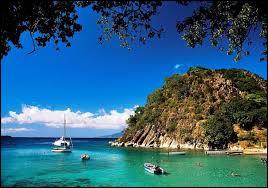 Quel océan borde la Guadeloupe ?