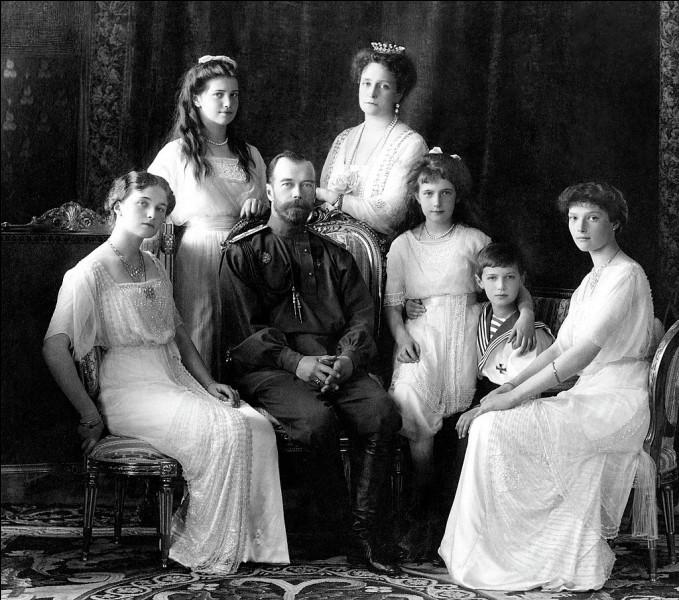 Qui est le père de Nicolas II de la dynastie des Romanov, le dernier tsar couronné en Russie ?