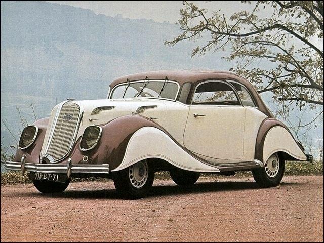 Parmi les automobiles de prestige, cette voiture était produite par l'un des premiers constructeurs mondiaux. Quelle est cette voiture ?