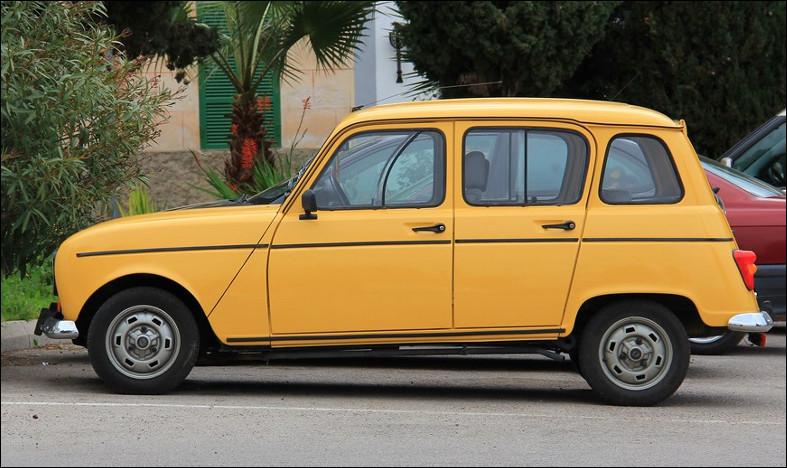Est-ce une Renault 4 de La Poste l'entreprise française ?