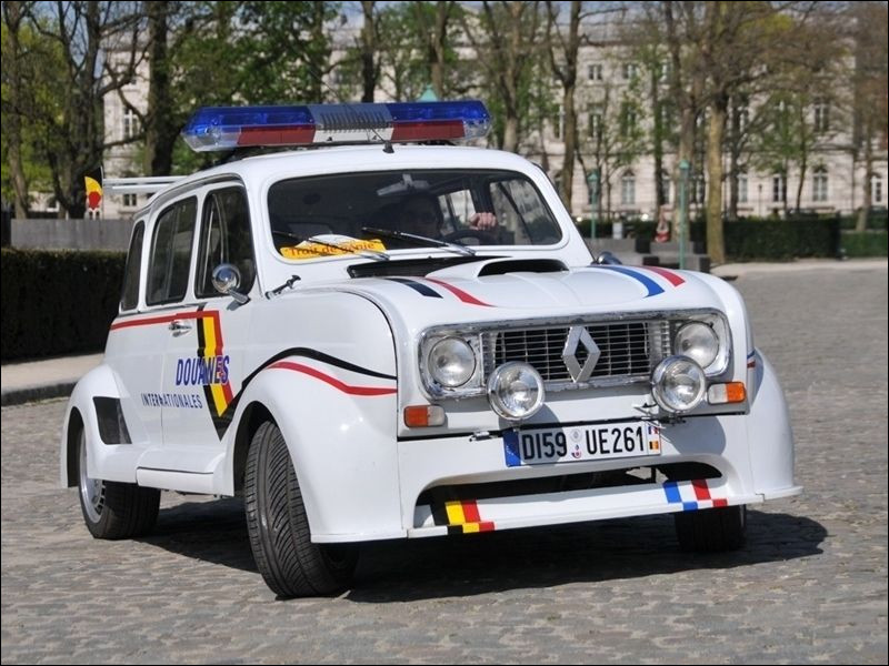 """Est-ce la Renault 4 spéciale sport du film """"Rien à déclarer"""" ?"""